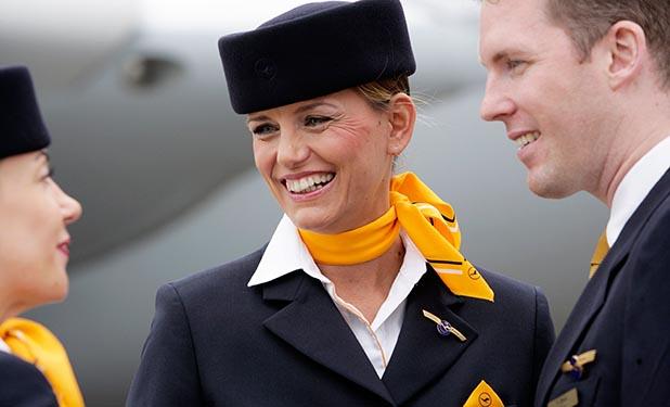 Lufthansa Stewardess Lufthansa Verkleinerte Kabinen
